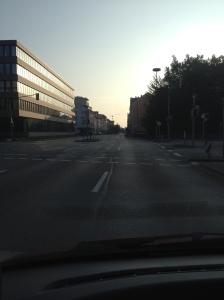 Sonntagmorgen kurz vor 8 Uhr in Ulm. Hier tanzt kein Bär.